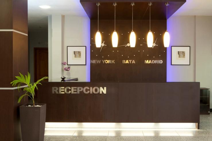 recepcion del hotel en bata nueva guinea decorado por gm proyecto